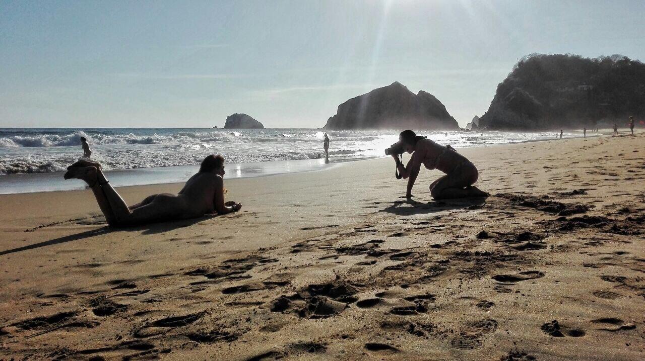 vellesas en la playa nudista  XVIDEOSCOM